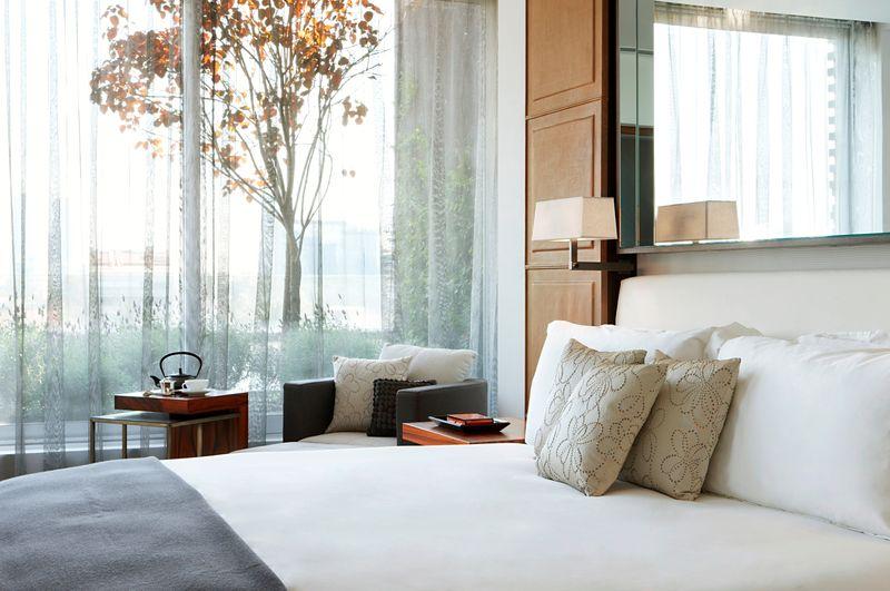 Las Alcobas_Window and Bed